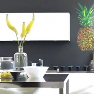 Ananas en pochoir peint sur mur de cuisine