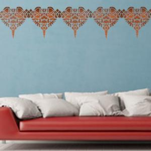 Salon avec frise marocaine pochoir