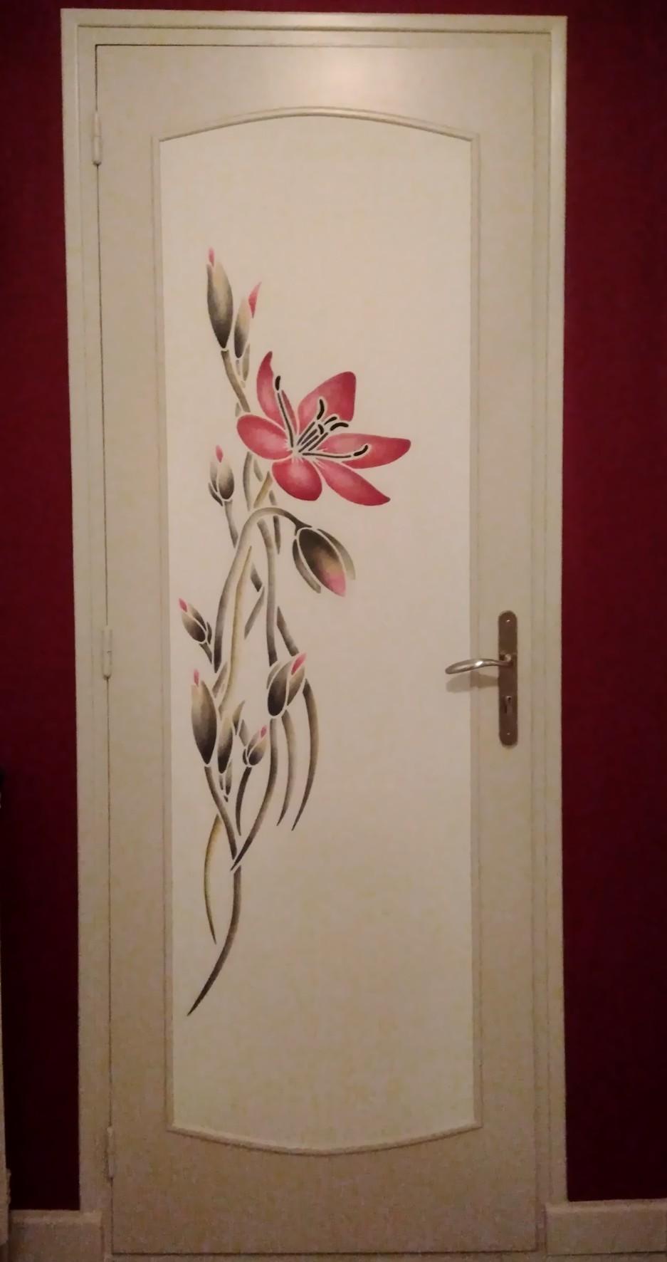 Porte fleurie pochoir fleur Eliane