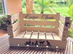 valerie z pochoir sur caisse en bois chats